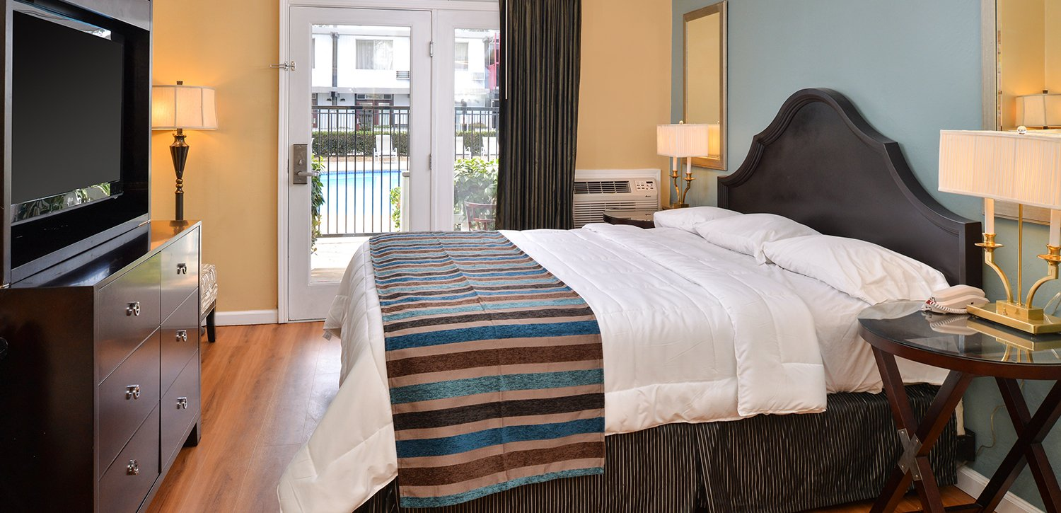 Spacious Guest Rooms With Modern Décor