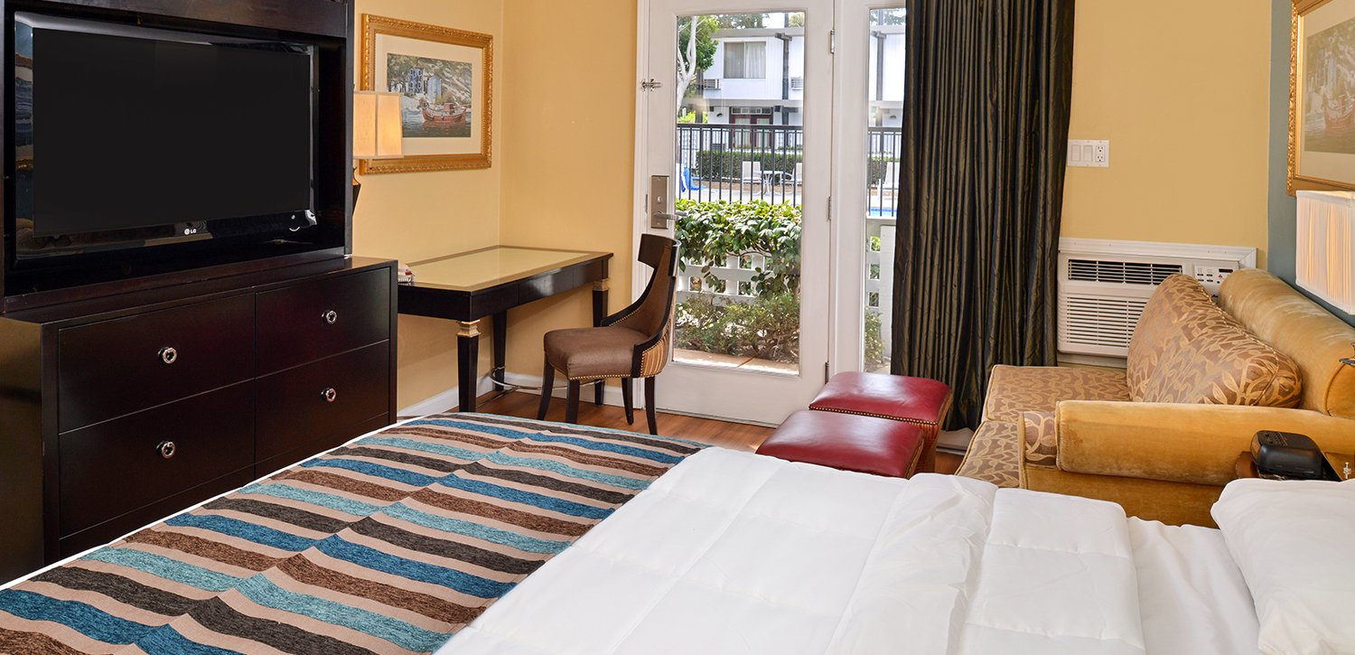 Spacious Modernly Appointed Guest Rooms at the Alameda Marina