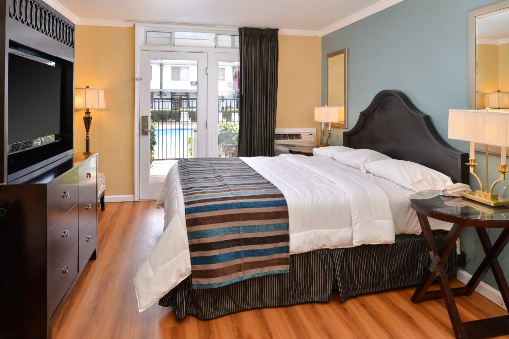 Superior Room 1 Queen Bed, Marina View